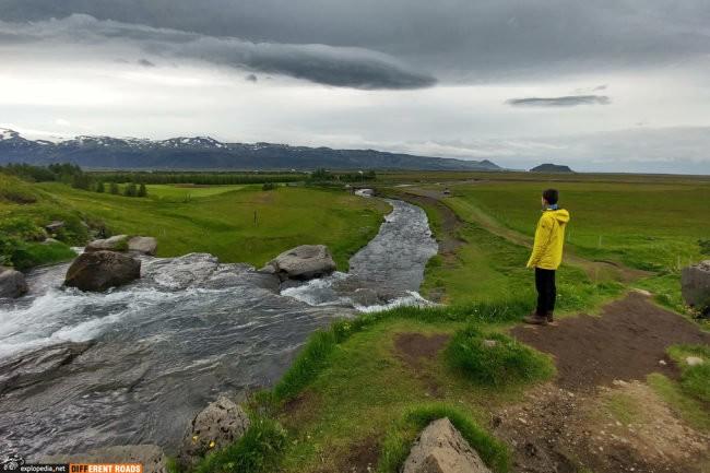 Okolice wodospadu Gluggafoss z widokiem na Eyjafjallajökull