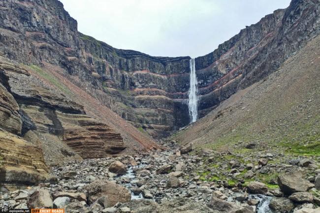 Wodospad Hengifoss w pełnej krasie