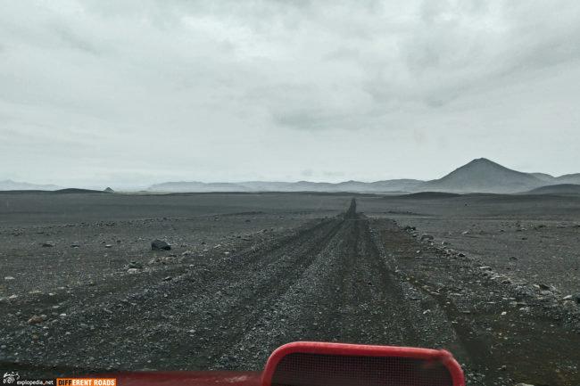 Droga F910 - kilometry czarnej pustyni lawowej