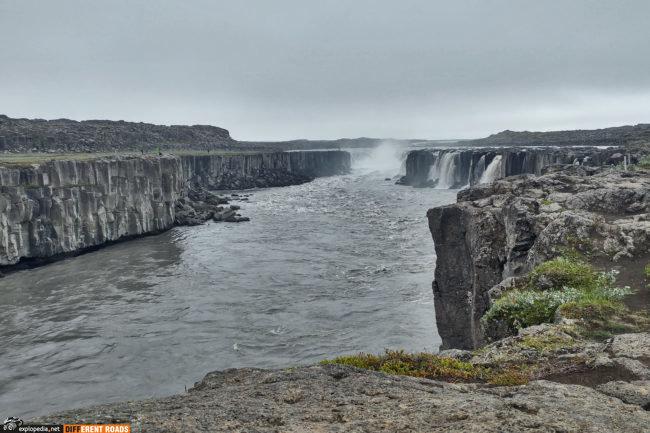 Selfoss - 10 metrowy wodospad poprzedzający olbrzyma