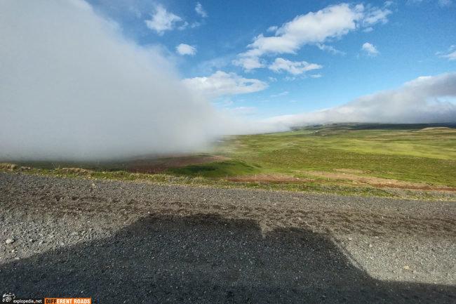 Wystarczy przejechać przełęcz, żeby trafić na piękną pogodę