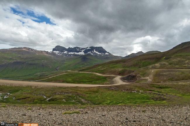 Po drugiej stronie przełęczy drogi 94 - widok na szczyt Sula