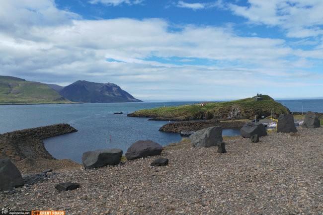 Port Borgarfjarðarhöfn - na końcu cypla mieszkają Pufiny
