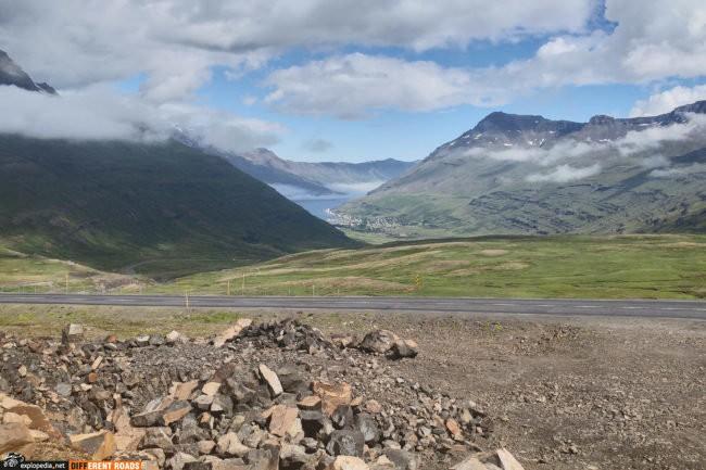 Widok z przełęczy na Seyðisfjörður