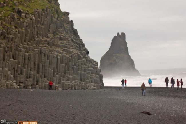 Słynne kolumny na plaży Reynisfjara